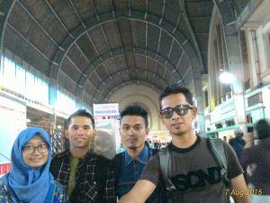 Foto di Stasiun Jakarta Kota, dengan icon langit-langit yang berbeda dari stasiun lain