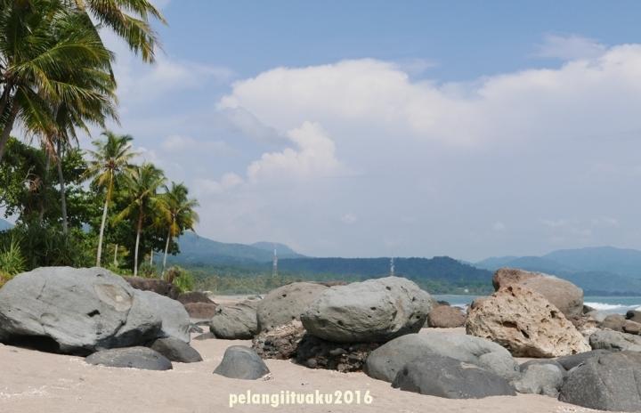 6 Foto Wajib Saat Berkunjung ke TepiPantai