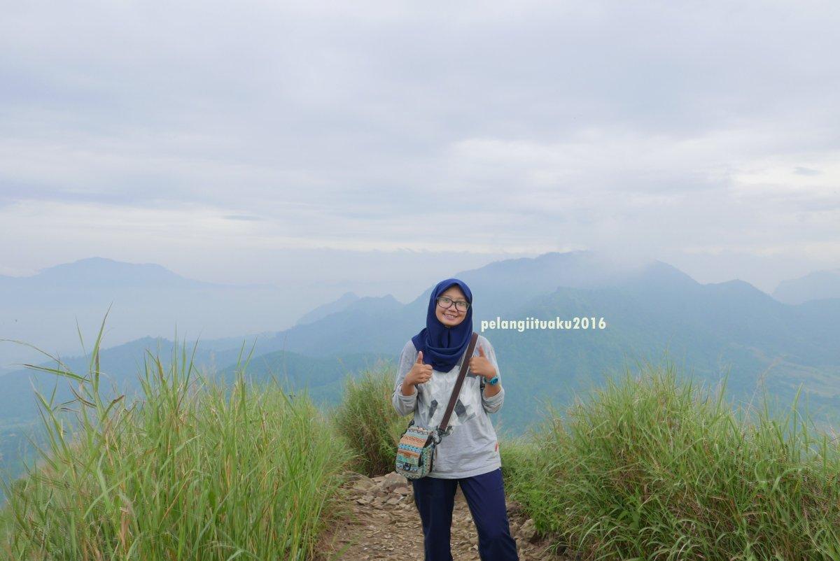 Mendaki Medan Ekstrim di Gunung BatuJonggol