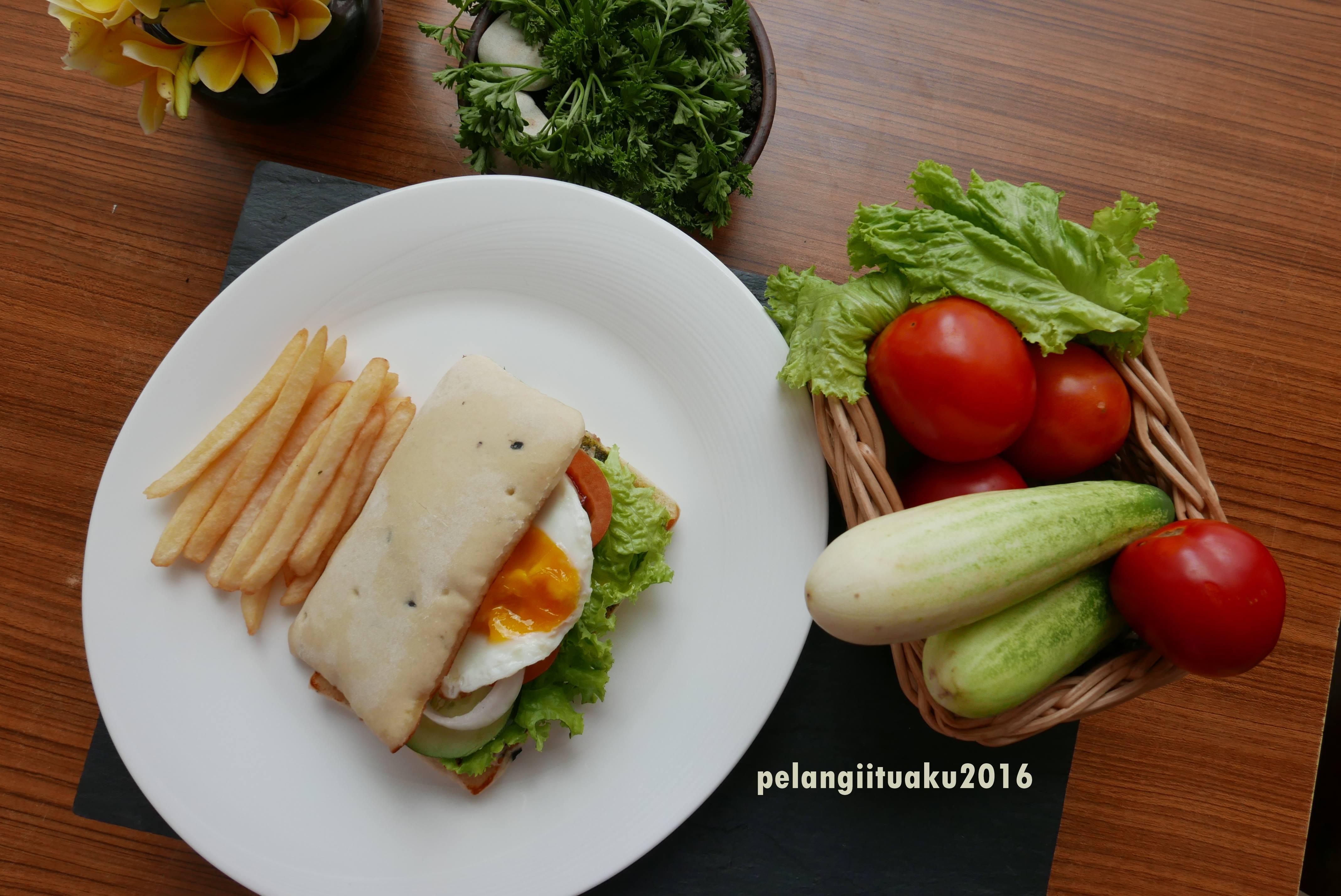 Lihatlah Pelangi Itu Aku Jalan Jalan Makan Makan Review Puisi